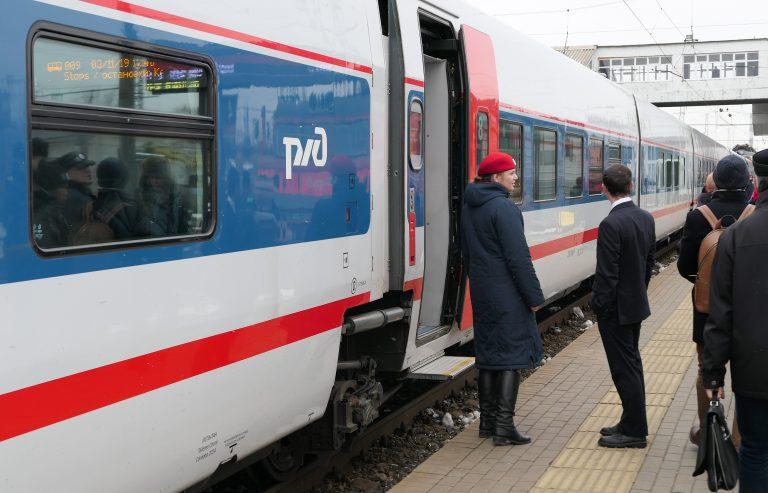 På vår dagstur med tog fra Moskva reiste vi med dette, en «Strizh».