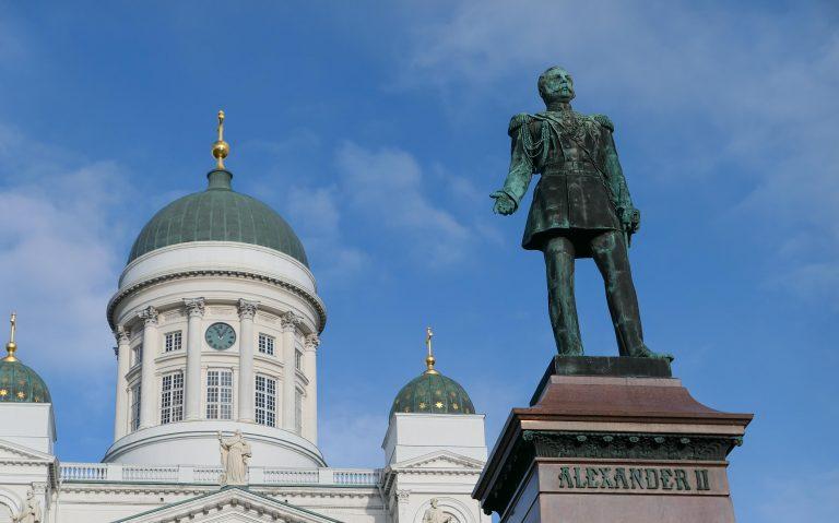 Statue av Alexander II av Russlan på Sentatsplassen i Helsinki. Fotografert på en reise med tog til Moskva.