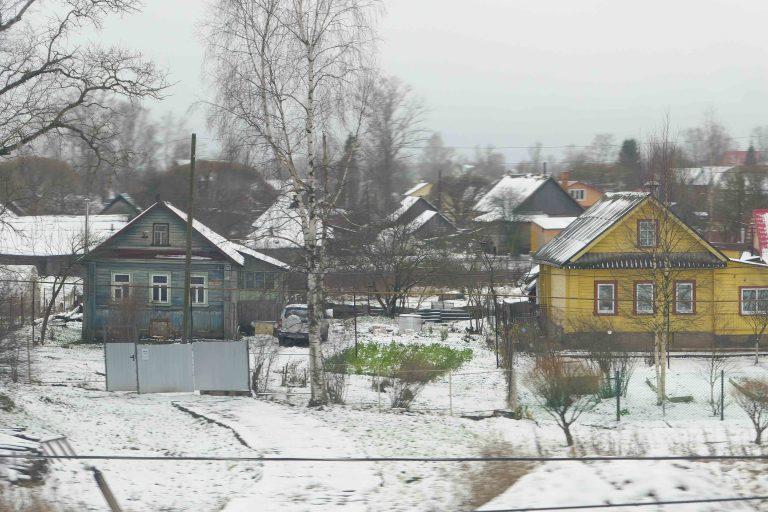 Utsikt underveis på togreisen mellom St. Petersburg og Moskva.