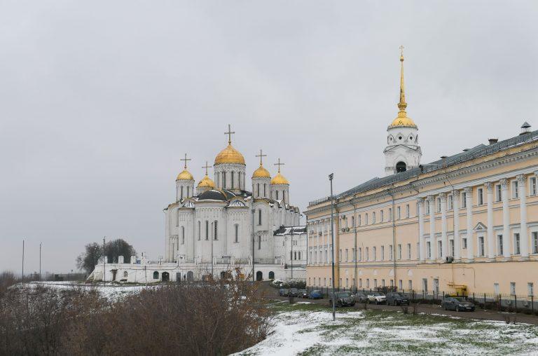 Høyt og fritt, over et landskap som ellers virker uendelig og flatt: The Cathederal of Assumtion i Vladimir.