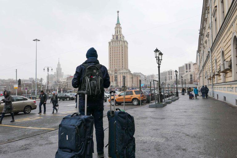 Hilton Moscow Leningradskaya holder til i én av syv gamle Stalin-skyskrapere i byen og ligger rett ved Leningradsky-stasjonen som vi kommer til når vi reiser med tog fra Oslo til Moskva.
