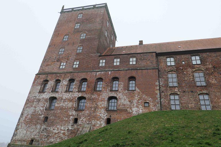 Koldinghus slott i Kolding, fotografert underveis på en reise til Tyskland med tog.