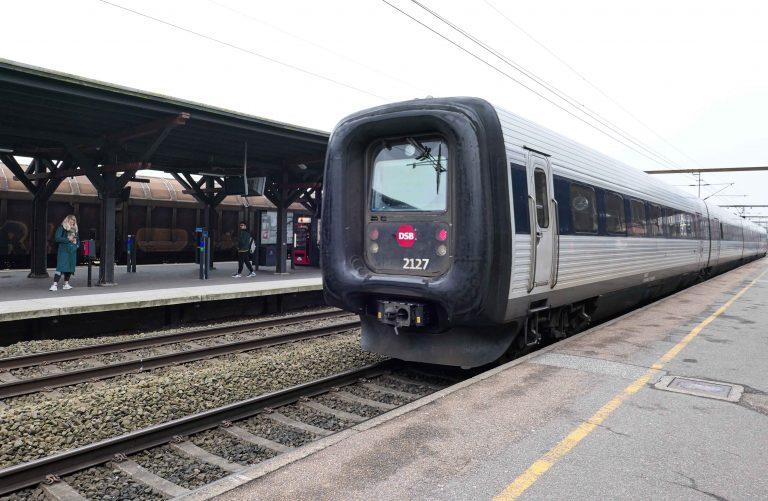 Et dansk tog - klart for å ta oss videre til Hamburg.