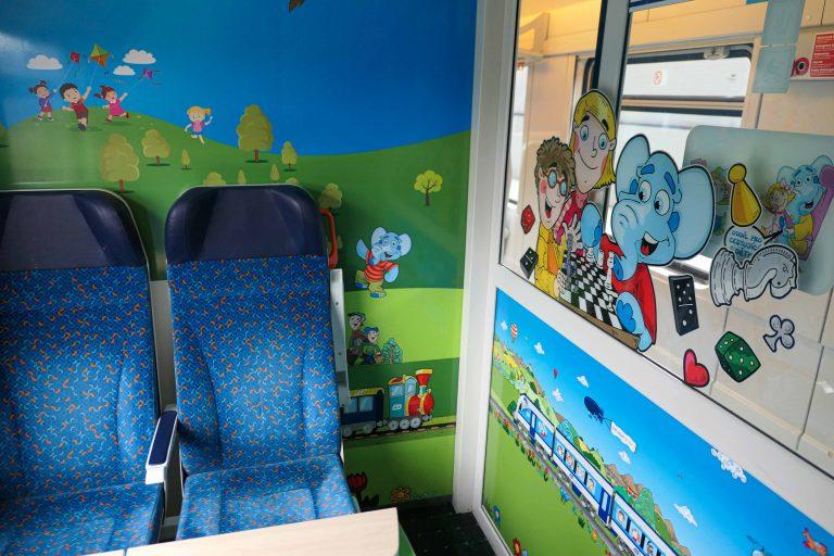 Direktetoget mellom Hamburg og Praha har lekerom for barna.