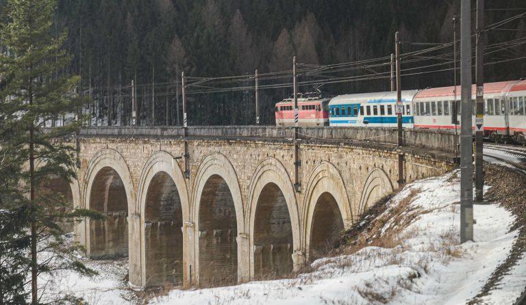 Semmeringbanen står på UNESCOs verdensarvliste. Vi fikk med oss denne strekningen underveis på togreisen fra Wien til Ljubljana.