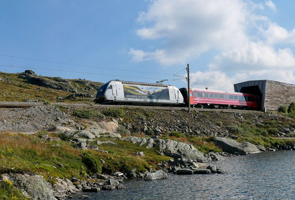 Bergensbanen over Hardanger vidda. Dette er førstevalget for mange på en togferie i Norge.