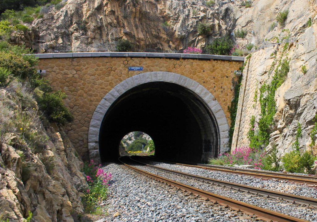 Lys i tunnelen. Illustrasjonsfoto til bloggpost om Det europeiske jernbaneår.