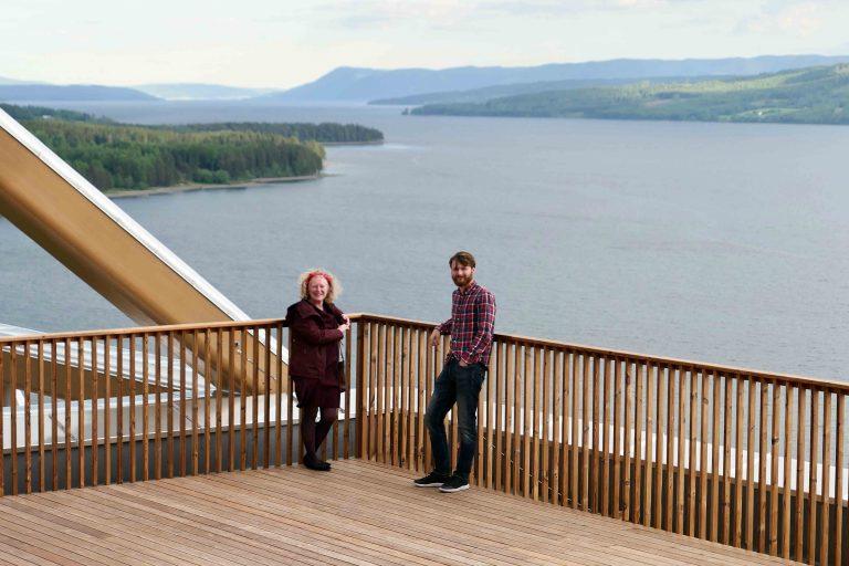 Norges største innsjø sett fra toppen av verdens høyeste trehus, Hotel Wood (Mjøstårnet) i Brumunddal.