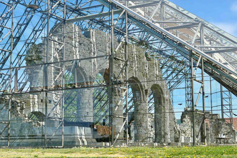 Vernebygget over domkirkeruinene på Hamar er en severdighet i seg selv. Det er kåret til et av verdens vakreste museer.