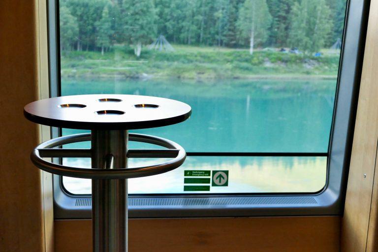Bord med utsikt, Dovrebanen. Foto tatt underveis på en helgetur med tog.