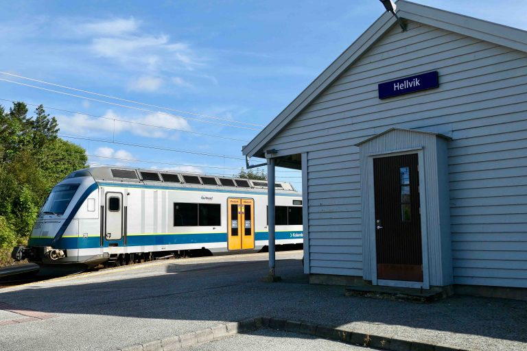 Ved Hellvik stasjon slutter Den gamle Jærbanen, og herfra tilbake til Egersund er det seks minutter med toget.