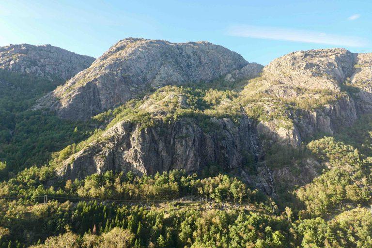Utsikt fra togvinduet når vi nærmer oss Egersund.