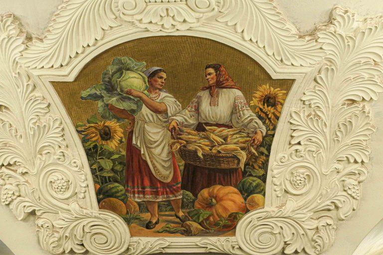 Livet i Ukraina, slik det fremstilles i en fresko på Kievskaya metrostasjon i Moskva.