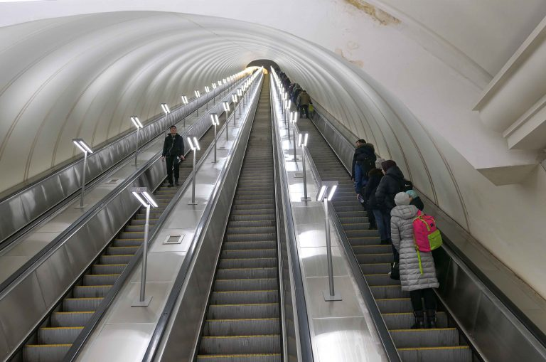 Europas lengste rulletrapp er en verdig avslutning på en sightseeingtur med Metroen i Moskva.