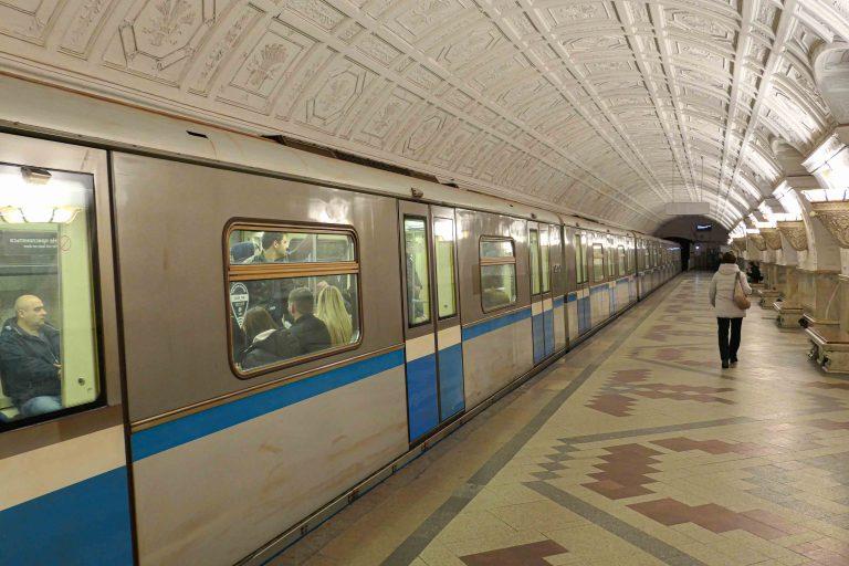 Belorusskaya er den fjerde stasjonen vi stopper ved på denne turen med metroen i Moskva