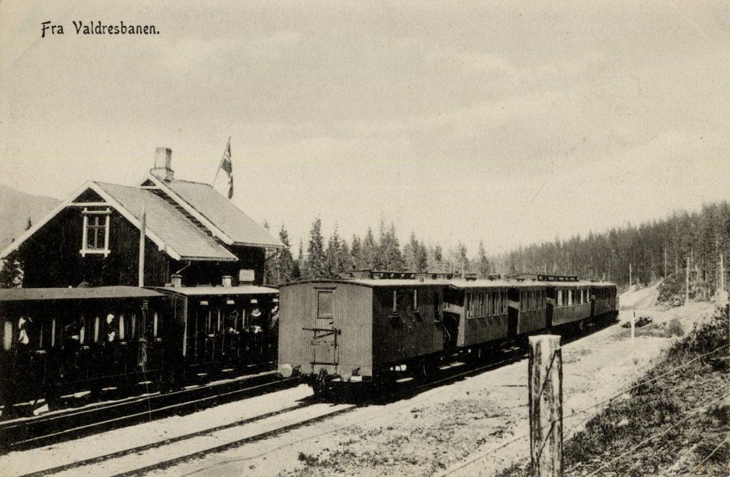 Gammelt postkort fra Valdresbanen, funnet på Narvesens hjemmeside.