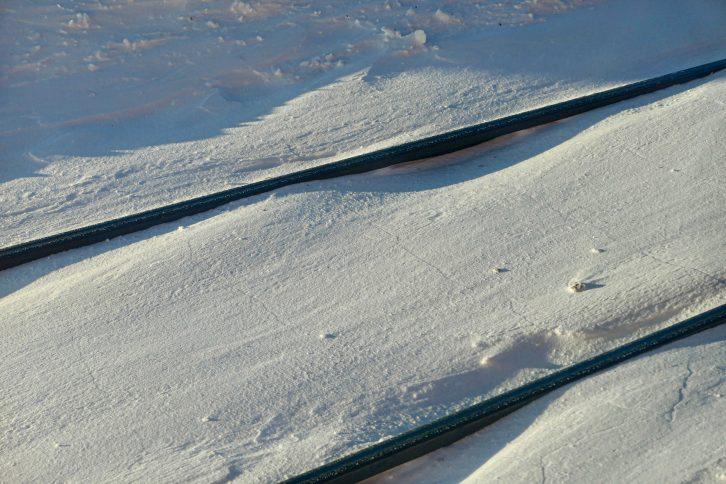 Togreiser vinteren 2021 - foto tatt fra toget langs Mjøsa.
