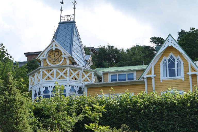 Villaer som dette finner en ikke så ofte i Bohuslän, men i den gamle «badorten» Lyckorna er det flere av dem.