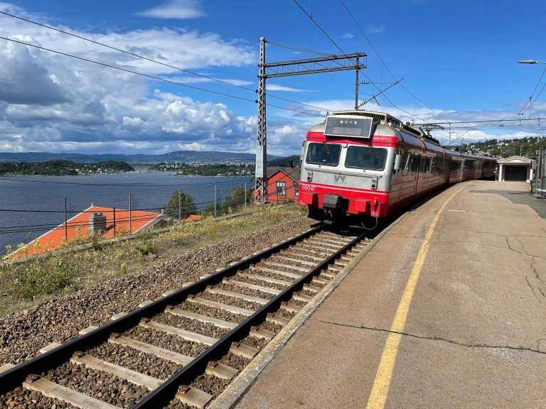 Denne togreisen startet på Ljan stasjon, der det er utsikt til fire kommuner, Bunnefjorden og store deler av hovedstaden.